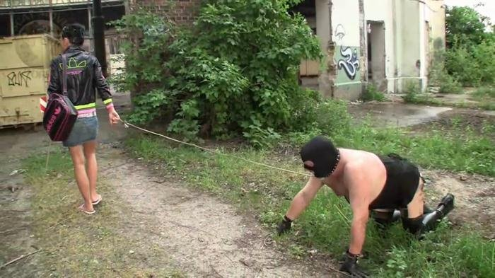 LeatherDyke (Outdoor Femdom_1015 - HD 720p) [mp4 / 273 MB]