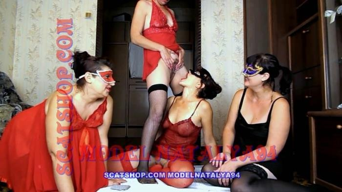 ModelNatalya94 (Four girls play cards on desire - FullHD 1080p) [mp4 / 1.44 GB]