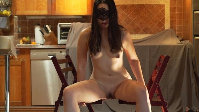 MistressSophia (Shitting between two chairs - FullHD 1080p) [mov / 206 MB]