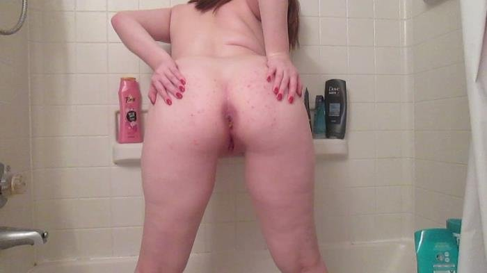 SexyScatForYou (Poop and pee in the tub - HD 720p) [mov / 733 MB]