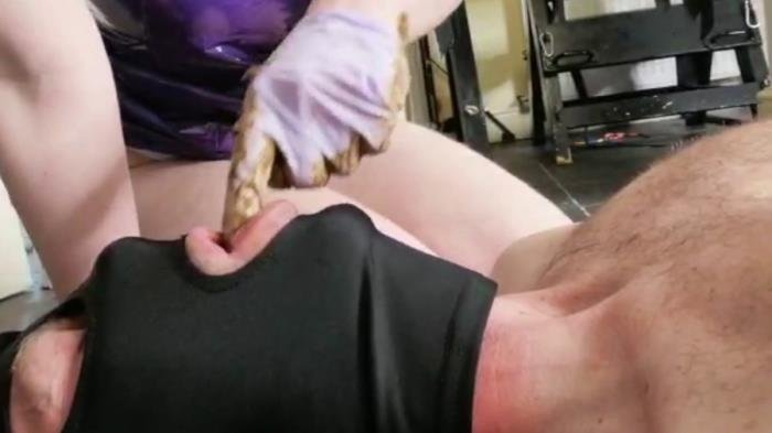 Hayley-x-x (crapping on him and smearing - FullHD 1080p) [mp4 / 1.97 GB]