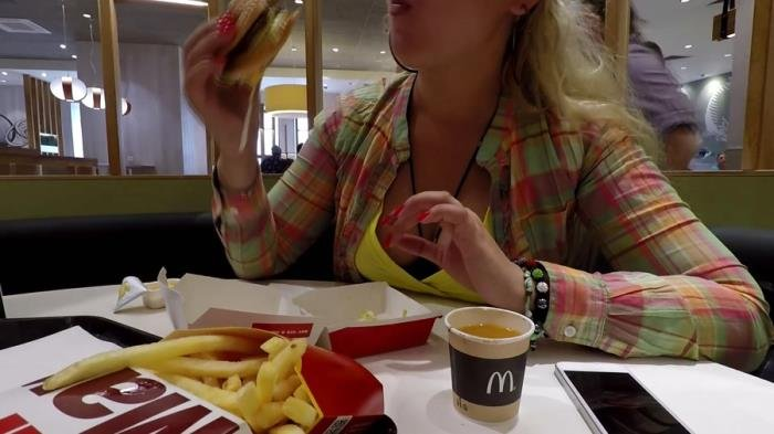 Janet (McDonalds Poop and Pee - FullHD 1080p) [mp4 / 1.44 GB]