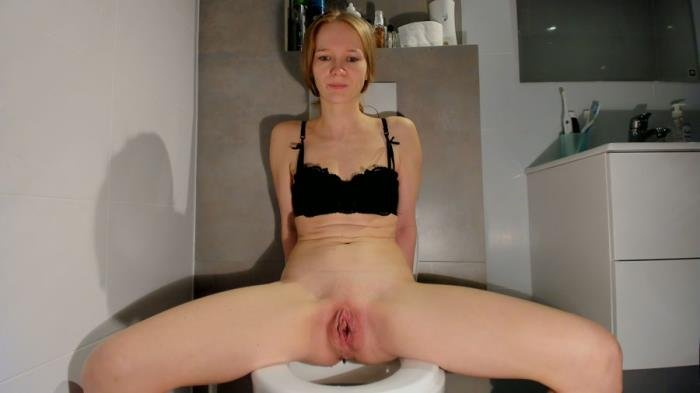 LucyBelle (Soft smelly poop on the toilet - UltraHD 2K) [mp4 / 1.01 GB]