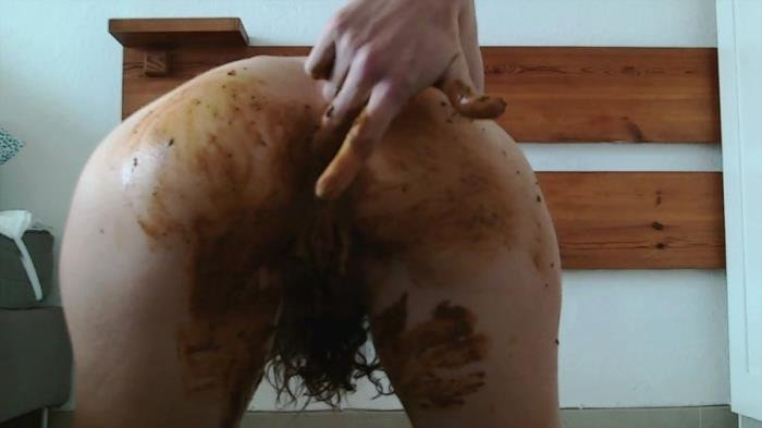 Nastymarianne (Pee and poo grey panty - HD 720p) [mp4 / 783 MB]