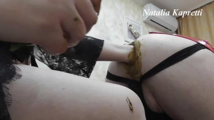 Natalia Kapretti (Ass full of cucumbers, it's fun, delicious with Mistress - FullHD 1080p) [mp4 / 1.04 GB]